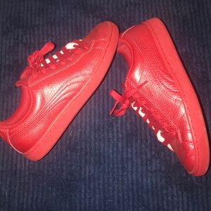 Puma croc textured sneakers size 7.5
